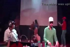 Dancingcock पर भोज दूर जा